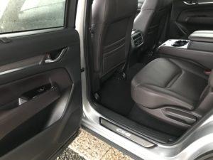 車内ペットの尿処理クリーニング マツダCX8 助手席シート下フロアカーペット 車ルーム・シートクリーニング滋賀・京都